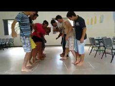 Brincadeira de grupo pés amarrados - Curso de Jovens IOV - YouTube