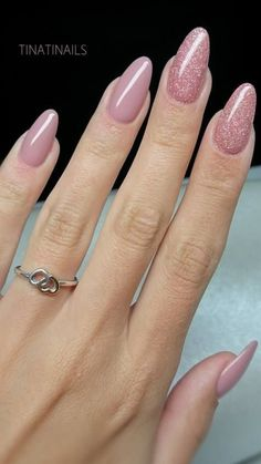 Want some ideas for wedding nail polish designs? This article is a collection of our favorite nail polish designs for your special day. Hot Nails, Nude Nails, Pink Nails, Hair And Nails, Glitter Nails, Acrylic Nails, Sparkly Nails, Nail Art Designs, Short Nail Designs