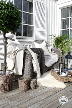 porches cozy home Wicker chairs, wicker tray on porch. Decor, Outdoor Decor, House, Interior, Home, Outdoor Rooms, Cozy House, House Styles, Wicker Chairs