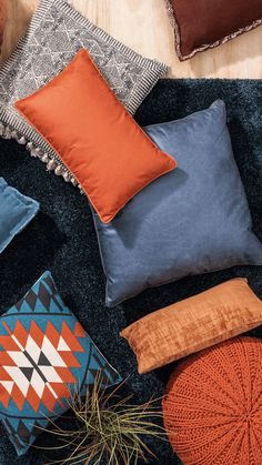 Boho Living Room, Living Spaces, Diy Furniture Plans, Cottage Homes, Warm Colors, Home Textile, Blue Orange, Color Schemes, New Homes