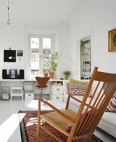 house of style  A SHINNINGEXAMPLE #1 - 'Tis the season for brighter and extended daylight, warmer weather and a renewed sense of style. So let's welcome this rejuvenating time of year by taking a tour of this sunlit, 2-bedroom flat in Stockholm, Sweden. These 800 square-feet of glowing charm beautifully embody what this season is all about: a refreshing, invigorating, joyful and crisp vibe.