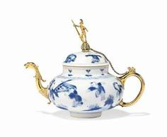 A DUTCH ORMOLU-MOUNTED CHINESE BLUE AND WHITE PORCELAIN TEAPOT THE PORCELAIN KANGXI (1662-1722), THE MOUNTS EARLY 18TH CENTURY