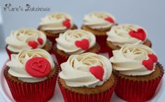 Marie's Bakehouse: Review of Lakeland's Hearts Silicone Icing Mould www.maries-bakehouse.blogspot.co.uk www.facebook.com/MariesBakehouse www.mariesbakehouse.co.uk Mini Cupcakes, Icing, Hearts, Facebook, Desserts, Recipes, Food, Tailgate Desserts, Deserts