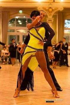 I love yellow on the dance floor