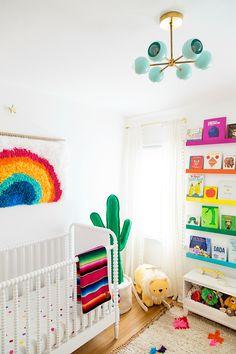 Studio DIY's Rainbow Nursery Spectacular Projekt Kindergarten – Studio DIY Regenbogen Kindergarten Related posts: No related posts. Rainbow Bedroom, Rainbow Nursery Decor, Rainbow Decorations, Nursery Themes, Nursery Ideas, Nursery Neutral, Bright Nursery, Primary Color Nursery, Project Nursery