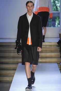 JIL SANDER SPRING/SUMMER 2014 MENSWEAR | MILAN FASHION WEEK Embracing bold summery colors, oversize proportions and special fabric finishes, Jil Sander channels a young attitude for her spring/summer 2014 show. #JilSander #ss2014