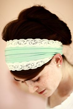 Enjoyed the pic ..Im not usually a fan of headbands, but thought this was cute! diy-clothes