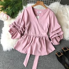 Neploe Solid Slim Waist Puff Sleeve Women Blouse V-neck Vintage Elegant Female Top 2019 Autumn New Fashion Chic Shirts 68860 Casual Tie, Casual Outfits, Fashion Outfits, Fashion 2018, Striped Playsuit, Ladies Dress Design, Blouse Designs, Blouses For Women, Dame