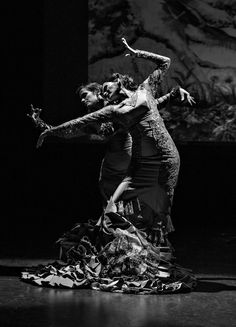 "Photo by Tony Field. Dancer Fiona Malena & Karen Lugo in ""Arbolé""… Shall We Dance, Just Dance, Flamenco Dancers, Ballet Dancers, Kinds Of Dance, Dance Like No One Is Watching, Arte Popular, Dance Art, Show Photos"