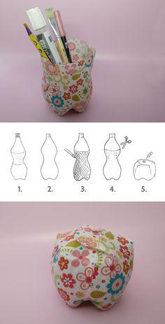 Des boites fabriquées avec des bouteilles en plastique recyclées