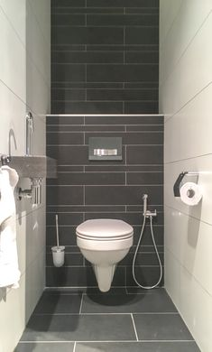 Small Bathroom Interior, Simple Bathroom, Modern Bathroom Design, Toilet Room Decor, Small Toilet Room, Staircase Contemporary, Bathroom Splashback, Small Toilet Design, Bathroom Under Stairs