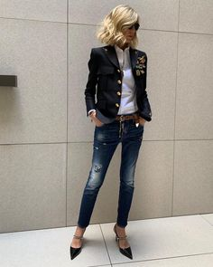This is a normal german office outfit. I remember those days, when I used to work in an office downtown Munich. We were actually allowed to wear jeans. Trend Fashion, Fashion Over 50, Love Fashion, Fashion Models, Fashion Design, Fashion Styles, Style Fashion, Preppy Style, Her Style