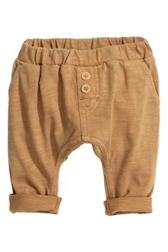 Slub jersey trousers: BABY EXCLUSIVE/CONSCIOUS. Trousers in soft slub jersey made from organic cotton with an elasticated waist, fake fly with decorative buttons, side pockets and one back pocket.