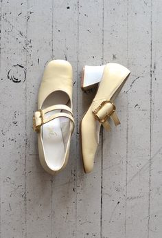 mod 60s shoes / 1960s mary janes / Cream on Top mary janes