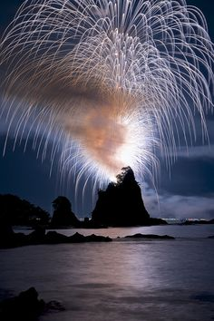 Nachi Katsuura Fireworks Festival, Wakayama, Japan / Awesome World Fireworks Art, Wedding Fireworks, Fireworks Festival, Wakayama, Image Nature, All Nature, Cool Pictures, Cool Photos, Beautiful Pictures