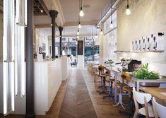 Cafe Coutume, abierto al exterior industrial