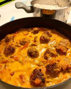 Kødboller i tomatflødesauce m. ris - Mad For Fattigrøve Food Inspiration, Carne, Tapas, Delish, Bacon, Healthy Living, Food Porn, Brunch, Food And Drink