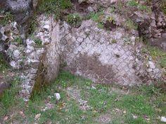 resti santuario romano adiacente la chiesa di San Paride ad Fontem