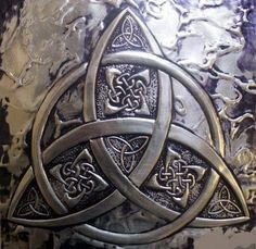 The Trinity knot is also called the Triquetra and is one of the best known symbols in Celtic culture. The Celtic Christian church used it to represent the Holy Trinity, but other cultures used the symbol too and each attached its own mea. Celtic Symbols, Celtic Art, Celtic Knots, Mayan Symbols, Egyptian Symbols, Ancient Symbols, Celtic Dragon, Art Viking, Viking Runes