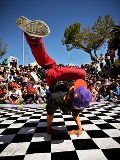Plaza Abaroa, La Paz - Bolivia - breakdancing bboy