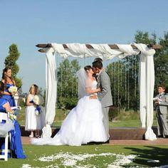 """""""O tão esperado: Pode beijar a noiva!❤️ #sonhoaltar #casamento #casamentorecife #recife #noivas #noivasrecife #assessoriadecasamento #assessoriarecife…"""""""