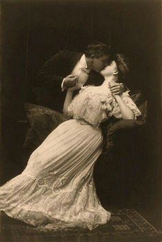 22 Cool Pics That Capture Sweet Kisses of Edwardian Couples ~ vintage everyday