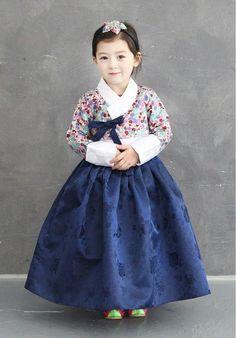 Cute Hanbok Korean Dress, Korean Outfits, Kids Outfits, Korean Traditional Dress, Traditional Dresses, Korea Fashion, Kids Fashion, Modern Hanbok, Korean Babies