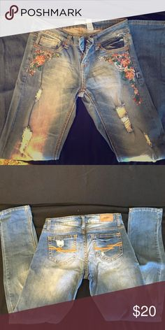 ZCO jeans!!! Cute design on pockets and never worn!! Stretchy skinny jeans!! I think they are so cute they are just a little too big on me!! ZCO Jeans Skinny