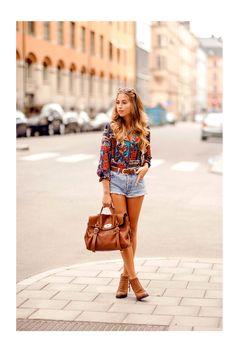 Shorts. La bloguera Kenzas nos enseña un look de lo más real para los primeros días de octubre. Nos quedamos con la camisa!!