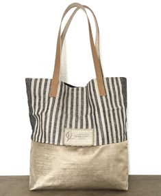 Collection printemps/été 2019. Création Camille Valère. Pièce unique Jute Tote Bags, Burlap Bags, Reusable Tote Bags, Designer Purses And Handbags, Purses And Bags, Cowhide Bag, Fabric Handbags, Linen Bag, Tote Pattern
