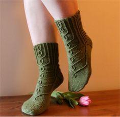 Ravelry: Hovineito socks pattern by Tiina Kuu free pattern Loom Knitting, Knitting Stitches, Knitting Patterns Free, Knit Patterns, Knitting Socks, Hand Knitting, Free Pattern, Crochet Socks, Crochet Scarves