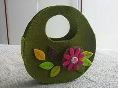 Mini borsetta feltro con fiore a spilla