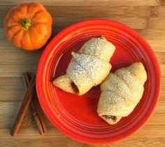 World's Best Pumpkin Bread Recipe! {Easy} - The Frugal Girls Best Pumpkin Bread Recipe, Homemade Pumpkin Puree, Pumpkin Pie Recipes, Pumpkin Spice, Homemade Donuts, Homemade Breads, Thanksgiving Recipes, Fall Recipes, Yummy Recipes