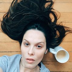 Café no chão da sala sim porque essa manhã tá uma delícia aqui.