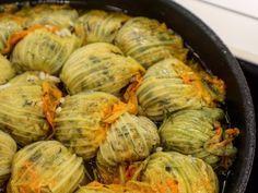 kolokithoanthoi me rizi ston furno Greek Recipes, Veggie Recipes, Lunch Recipes, Cooking Recipes, Healthy Recipes, Greek Appetizers, Vegetarian Appetizers, Mumbai Street Food, Dairy Free Diet