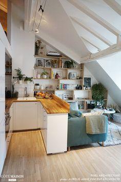 Comment créer une chambre supplémentaire dans un petit appartement à Paris ? - PLANETE DECO a homes world Small Apartments, Small Spaces, Decorate Studio Apartments, Awesome Apartments, Small Space Design, Paris Apartments, Tiny Living, Living Spaces, Deco Studio