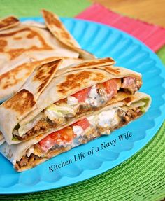 'Homemade Crunchwrap Supreme' Source: Adapted from Culinary Couture Ingredients 6 large flour tortillas 1 bag tortilla c. Beef Recipes, Mexican Food Recipes, Cooking Recipes, What's Cooking, I Love Food, Good Food, Yummy Food, Great Recipes, Favorite Recipes