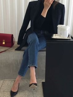 Black blazer, pumps, jeans | Love this minimalist look? Head to www.hercouturelife.com for more inspiration now!