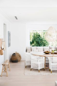 Three Birds Renovation Partial Reveal ~ Stace King Coastal Living Rooms, Living Spaces, Home Renovation, Home Remodeling, Style Blanc, Three Birds Renovations, Casual Dining Rooms, The Design Files, Dining Room Design