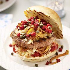 Broodje hamburger met zuurkool