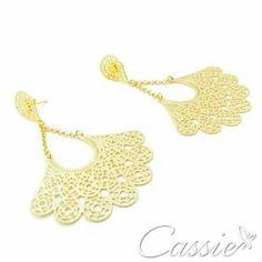 Já tem o seu modelo de brinco leque?!?! Acessório do meu momento, fica lindo usar com o cabelo preso. Caso o modelo escolhido seja grande,  não use colar, para não ficar com o look carregado. Use pulseiras e anéis.   Brinco Leque Catena folheado a ouro com garantia.  R$ 44,90 em até 10x sem juros.   ❤⚫⚫⚫❤⚫⚫⚫❤⚫⚫⚫❤ #Cassie #semijoias #acessórios #pulseirismo #moda #fashion #estilo #tendências #trends #instamoda #inspiração #inlove #folheado #instalook #Style #beatiful #Girls #love #cool…