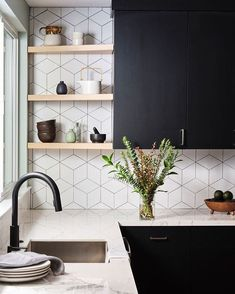 Fashionhome - home How to: Design a Scandinavian-Inspired K. - Fashionhome – home How to: Design a Scandinavian-Inspired Kitchen Small Cottage Kitchen, Home Decor Kitchen, Kitchen Interior, New Kitchen, Home Kitchens, Design Kitchen, Natural Kitchen, Glass Kitchen, Kitchen Tile Designs