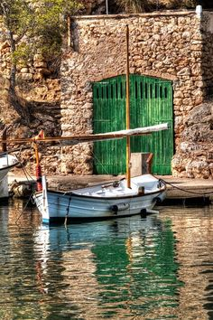 A boat, by José Luis Marí Aguiló