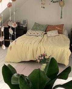 Room Ideas Bedroom, Bedroom Inspo, Green Bedroom Decor, Bedroom Yellow, Aesthetic Room Decor, Dream Rooms, My New Room, House Rooms, Room Inspiration