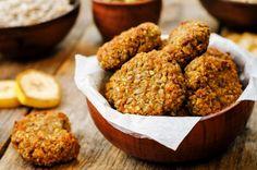 Glutenfreie Apfel-Kokos-Cookies  Diese Kombination ist einfach unschlagbar lecker: Apfel und Kokosnuss. Verfeinert werden die Cookies mit Haselnüssen, Chia Samen und fruchtigen Cranberries.  Hier geht's zum Rezept.