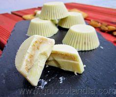 bombones de chocolate blanco fácil receta casera, paso a paso.  http://www.golosolandia.com/2014/04/bombones-de-chocolate-blanco.html