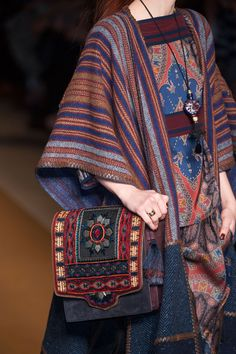 Etro at Milan Fashion Week Fall Etro at Milan Fall 2014 (Details) Ethnic Fashion, Boho Fashion, Fashion Outfits, Fashion Design, Milan Fashion, Ethno Style, Hippie Style, Estilo Boho, Fall Fashion Week