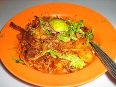 Mee Goreng, only the mamak can hooked up this hot potato curry gravy dish recipe. Not too hot and not too sweet is my opinion. Potato Gravy, Potato Curry, Malaysian Food, Food Dishes, Indian Food Recipes, Sweet Potato, Good Food, Potatoes, Beef