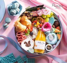 Easter COLORS - O seu café da manhã de Páscoa na sua cor favorita! Escolha uma das quatro cores disponíveis (rosa azul verde ou lilás) e presenteie ou SE presenteie nessa Páscoa com uma #breakfastbox recheada de itens selecionados e guloseimas fofas! As unidades são limitadas! Garanta a sua clicando no link da Bio. #brietome #easterplatter #btmcolors #easter2021 #pascoa2021 #grazingfood #easterbox #cafedamanha #easterbreakfast #manaus Brie, Grazing Food, Acai Bowl, Dairy, Breakfast, Manaus, Morning Coffee, Sweet Like Candy, Colors