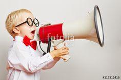 """Laden Sie das lizenzfreie Foto """"Kind ruft laut in ein Megafon"""" von Robert Kneschke zum günstigen Preis auf Fotolia.com herunter. Stöbern Sie in unserer Bilddatenbank und finden Sie schnell das perfekte Stockfoto für Ihr Marketing-Projekt!"""